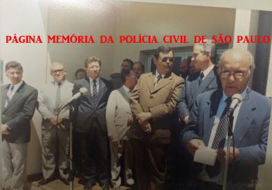 Inauguração da Delegacia Seccional de Bragança Paulista, em 1.990. À partir da esquerda, Vice- Prefeito Márcio Villaça; Diretor do antigo DERIN Álvaro Franco Luz; Vereador Lossardo; SSP Antônio Cláudio Mariz de Oliveira; Delegado Geral de Polícia Amândio Malheiros Lopes e Delegado Osmany Pinheiro Machado.