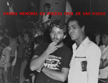 Investigadores da Delegacia do Município de Bragança Paulista, em serviço no carnaval de rua da cidade, João Valle da Silva Leme (posteriormente Delegado) e o saudoso Hélio Pires, em 1.982.
