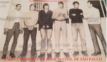 Quadrilha de ladrões arrombadores de residência, presos por policiais da antiga Delegacia Sede do Município de Bragança Paulista, em junho de 1.971. https://memoriadapoliciacivildesaopaulo.com/a-policia-civil-no-interior-e-litoral-de-sao-paulo/