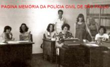 Cartório da Delegacia Regional de Ribeirão Preto, na década de 80. À partir da esquerda, Catarina Pane, Dalva Chiaretti, Neusa Pian da Mata, Salvador Pane Neto, Neide Paranhos Ribeiro, Adail, Liliane Garcia e Cristina.