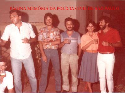 """Policiais da Delegacia Seccional de Ourinhos/SP, no início da década de 80. À partir da esquerda, Investigadores Silvio, Faé, """"Batata"""", (?) e Agenor."""