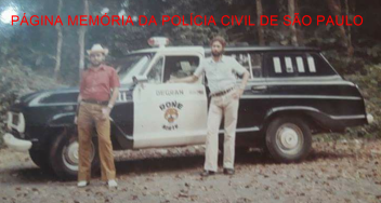 Viatura da RONE- Ronda Unificada Noturna Especial. Investigadores Walter Edgar Hauer.e Miguel Capitão Garcia (de chapéu). https://www.facebook.com/MemoriaDaPoliciaCivilDoEstadoDeSaoPaulo/photos/a.399685730154004.1073741858.282332015222710/1278540538935181/?type=3&theater