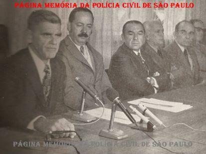 Aula inaugural na ACADEPOL, turma de 1974. À partir da esquerda Secretário da Segurança Pública Erasmo Dias; Diretor da ACADEPOL, José Cesar Pestana; Diretor do DERAL, Hélio Pantaleão; Diretor do DERIN, José René Motta; Diretor do DEIC Rubens Liberatore e Diretor do DOPS, Lúcio Vieira. https://www.facebook.com/MemoriaDaPoliciaCivilDoEstadoDeSaoPaulo/photos/a.359815487474362.1073741848.282332015222710/1103821556407081/?type=3&theater