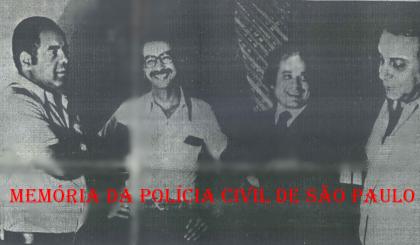 """Foto tirada em Salvador (BA), no Hotel Oton, da edição de 18 de maio de 1.977, de uma série de reportagem do Jornal da Tarde, do emblemático """"Caso Tino"""". À partir da direita, o Delegado Sérgio Fernando Paranhos Fleury """"in memoriam"""", Advogado Dr José Fernando da Rocha """"Rochinha"""" , repórter Percival de Souza e testemunha. https://www.facebook.com/MemoriaDaPoliciaCivilDoEstadoDeSaoPaulo/photos/a.359815487474362.1073741848.282332015222710/1083633835092520/?type=3&theater"""