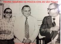 """Delegado Sérgio Fernando Paranhos Fleury, logo após assumir a diretoria do DEIC, ladeado pelo Investigador Décio e o Delegado Dante Mautoni, em 1.977. Acervo do Investigador Sebastião Pereira """"Tião"""". https://www.facebook.com/MemoriaDaPoliciaCivilDoEstadoDeSaoPaulo/photos/a.359815487474362.1073741848.282332015222710/1253404018115500/?type=3&theater"""