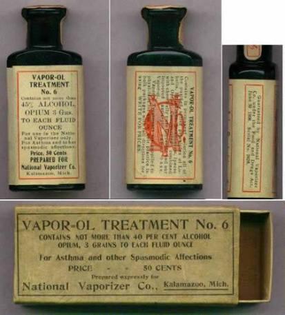 """Propaganda de produto medicinal veiculada no início do Século XX, de uma drogas muito nociva ao ser humano, o ópio. Esse produto National Vaporizer Vapor-OL era indicado """"Para asma e outras afecções espasmódicas"""". O líquido volátil era colocado em uma panela e aquecido por um lampião de querosene."""