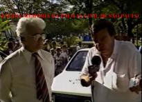 """O Reporter Gil Gomes entrevistando o ícone Delegado Hélio Tavares """"HT"""", na década de 80."""
