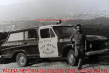 Agente Policial Miguel Capitão Garcia, com viatura da RONE- Ronda Unificada Noturna, na Pedra Grande, atrás do Horto Florestal, em 1.972. https://www.facebook.com/MemoriaDaPoliciaCivilDoEstadoDeSaoPaulo/photos/a.399685730154004.1073741858.282332015222710/1237844259671476/?type=3&theater