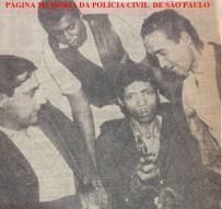"""Prisão do marginal """"Boca Rica"""", o """"matador de Carapicuiba"""", pelos policiais da RUDI- Ronda Unificada do Departamento de Investigações, Investigadores Cavalcanti, Roberto Mello Araújo e José P. M. Alencar, final da década de 60."""