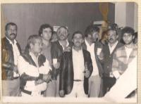 """À partir da esquerda, Investigador Walter Correia """"Tigrão"""", o grande Camarguinho, Investigadores Paulo R Queiroz Motta (atual Delegado no DEINTER6), Carlos Rizzi, Lazinho, Valin, Cipriano e Nelson de Queiroz Motta (Atual Delegado na Seccional de Guarulhos) https://www.facebook.com/MemoriaDaPoliciaCivilDoEstadoDeSaoPaulo/photos/a.1013664612089443.1073741897.282332015222710/300743596714885/?type=3&theater"""