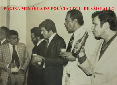 DIG - DEIC, em 1.978. Delegados, os saudosos Rodolfo Felipe de Souza, Expedito Marques Pereira; Rui Stanislau, Miltom Pereira dos Santos e bebendo um guaraná, o Investigador Rocco.