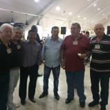 """Toyama, Edevaldo """"Chiclet"""", Paulo R Queiroz Motta e Gilberto. Ao fundo à direita, Valter Corrêa, Sergio Vulcano e Dr Angelo Ísola"""