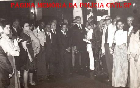 Grupo de Pesquisadores Dactiloscópicos, com o Secretário de Segurança Pública, Erasmo Dias, em 1973. Entre os presentes, o Professor Coordenador do Curso CPC e Desembargador, Antônio Carlos Marcato, na época Pesquisador Dactiloscópico, em exercício no IIRGD. https://www.facebook.com/MemoriaDaPoliciaCivilDoEstadoDeSaoPaulo/photos/a.334989943290250.1073741838.282332015222710/449528561836387/?type=3&theater